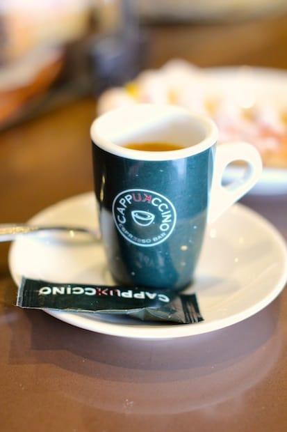 Tämä kahvi maistaa.