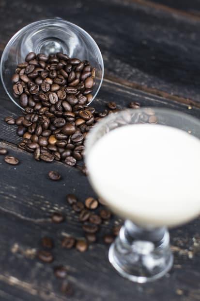 Kahvi tällä tapaa, kylmänä ja kermaisena.