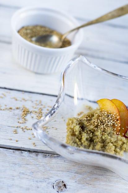 Paahdettu kvinoa on pähkinäistä.