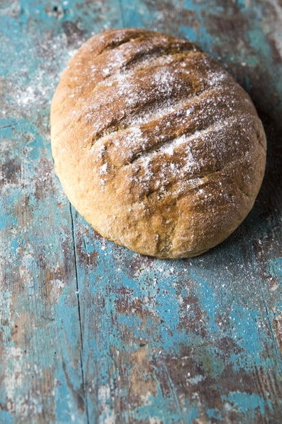 Yksi leipä uunista ulos.