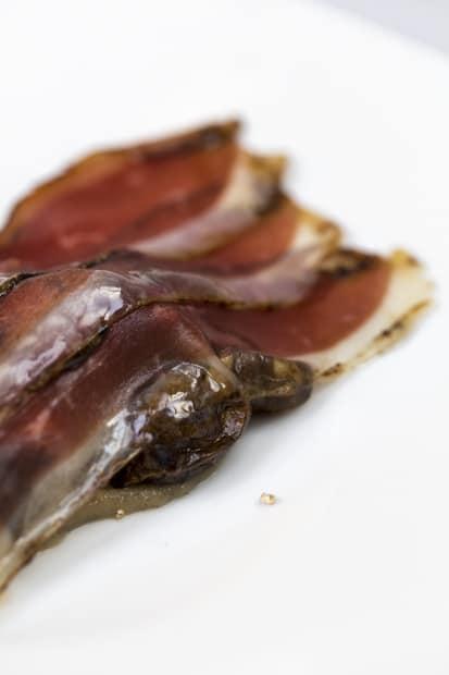 Illan lempparini oli hanhen rintaa ja kellarin uumenista poimittuja maa-artisokkia muhennettuna kuorineen, lakritsijauheella maustettuna. Tietysti.