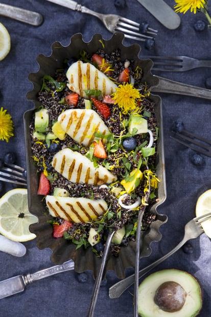 Kaikkea ihanaa: villiyrttejä, grillausta ja kvinoaa.