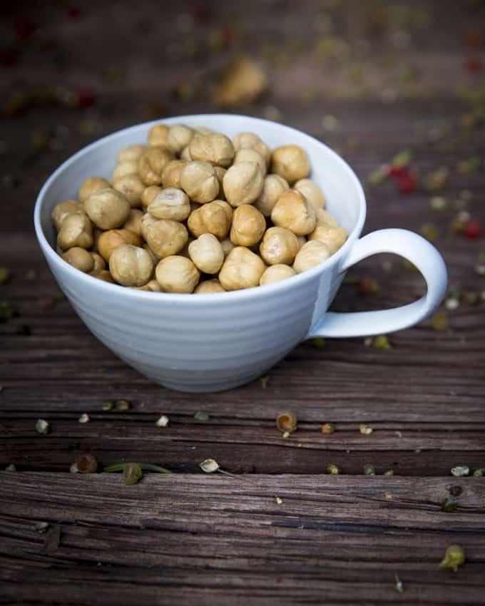 Kahvissa voi olla pähkinän aromia.