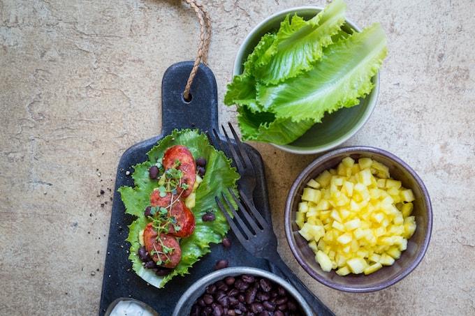 cosmopolitan-salaatti, reseptejä cosmopolitan-salaatista, salaattikääröt, salaattireseptejä, kesäsalaatteja, makkarasalaatti