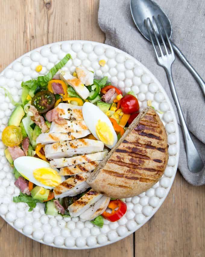 cobb-salad Mari Moilanen-12, kesäsalaatti, cobb-salaatti, salaatti grillistä, grilli salaatti, salaattireseptejä, kanasalaatti, pekonisalaatti