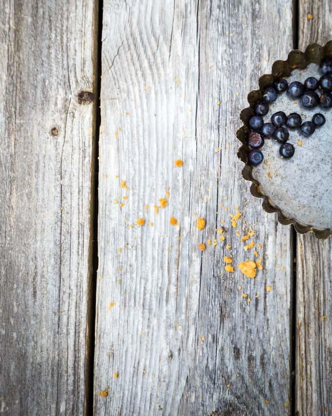 mustikkapiirakka Mari Moilanen-15-2, mustikkapiirakka, tuoremustiikkapiirakka, mustikkapiirakka vaniljatäytteellä, mustikkapiirakkareseptejä, aivan paras mustikkapiirakka, mustikkareseptejä, murotaikinaohje, murotaikinapohja mustikkapiirakkaan