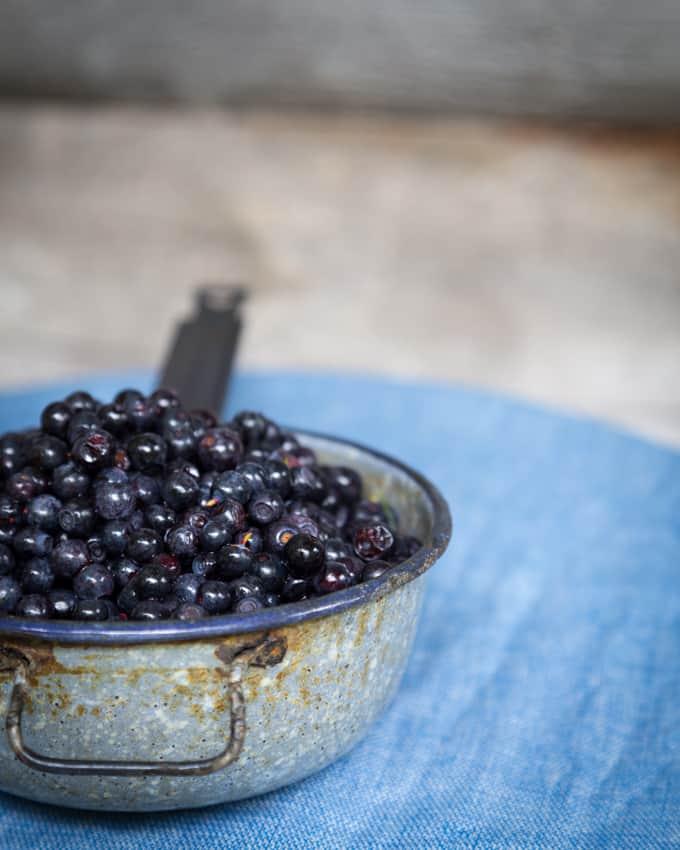 mustikkapiirakka Mari Moilanen-2, mustikkapiirakka, tuoremustiikkapiirakka, mustikkapiirakka vaniljatäytteellä, mustikkapiirakkareseptejä, aivan paras mustikkapiirakka, mustikkareseptejä, murotaikinaohje, murotaikinapohja mustikkapiirakkaan