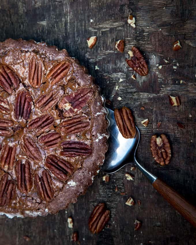 suklainen-pekaanipahkinapiirakka-mari-moilanen-4, suklaa-pekaanipiirakka, pekaanipähkinäpiirakkaohje, ihana piirakka, suklaapiirakka
