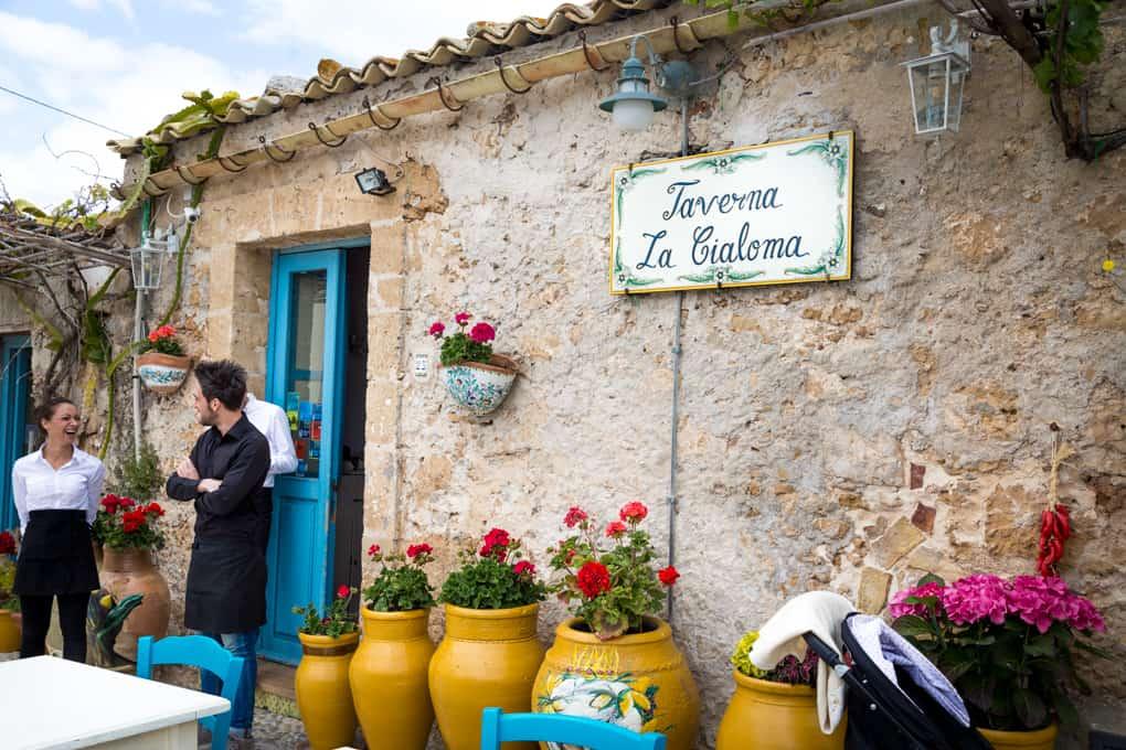 taverna la cialoma. marzamemin kylä, minne mennä sisiliassa