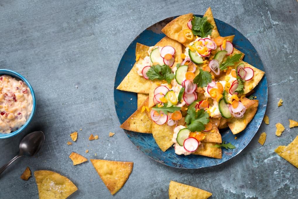 yhteistyö, hellmann's majoneesi, cheddarmajoneesikastike, itse tehdyt nachokset marinoiduilla kasviksilla, majoneesireseptejä, dippi nachoksille