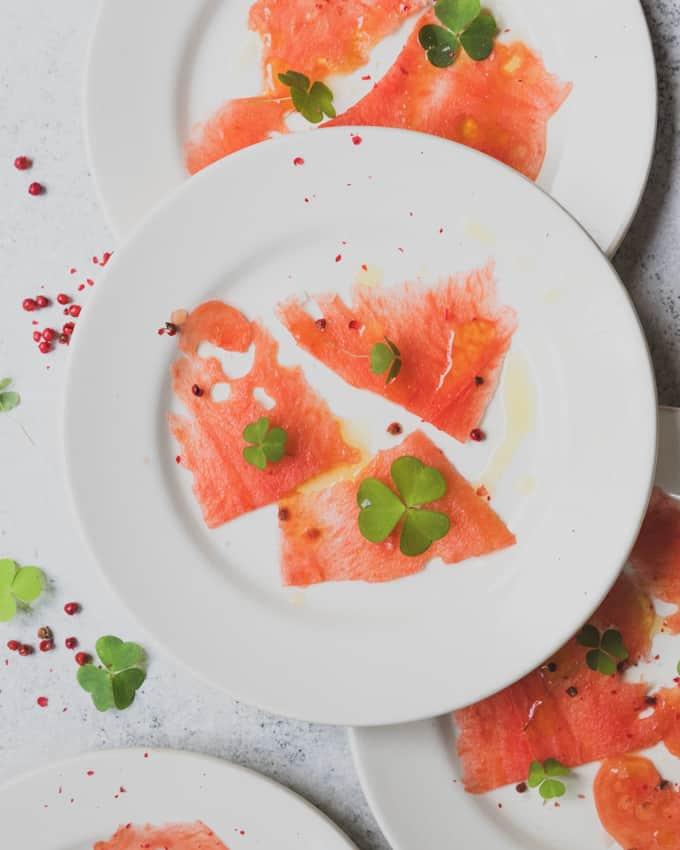 vesimelonicarpaccio, mitä tehdä vesimelonista, vesimelonisalaatti, kreikkalainen salaatti vesimelonista