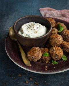 kidneypapufalafelit, falafelresepti, iten paistaa falafelit, falafelit muista pavuista, arkiruokaa, gluteeniton kasvisruoka