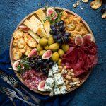 pikkujoulutarjottavaa, juustopöytä, juustokattaus, juustoja jouluksi, kantolan pikkukeksit, sisältöyhteistyö
