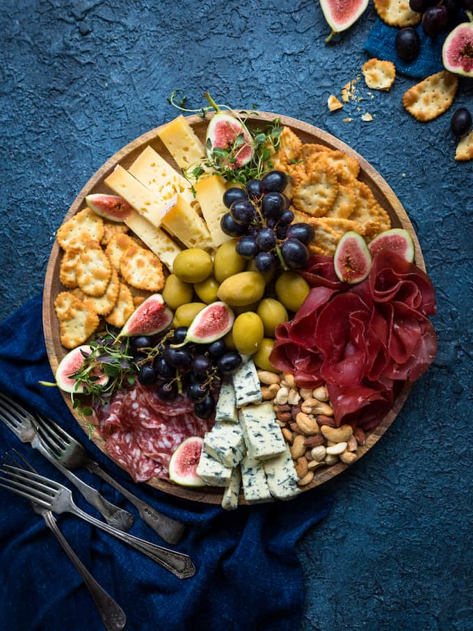 pikkujoulutarjottavaa, herkkutarjotin, juustotarjotin, juustopöytä, juustokattaus, juustoja jouluksi, kantolan pikkukeksit, sisältöyhteistyö