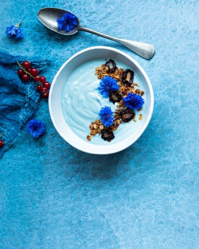 sininen smoothiekulho, sininen spirulinajauhe