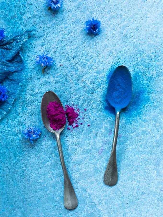 pitaijajauhe ja sininen spirulinajauhe, millä väriä smootheihin