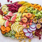 vinkkejä juhliin, hedelmätarjotin, lakkiaisjuhlien tarjottavat, kevätjuhlatarjottavat, hedelmälauta
