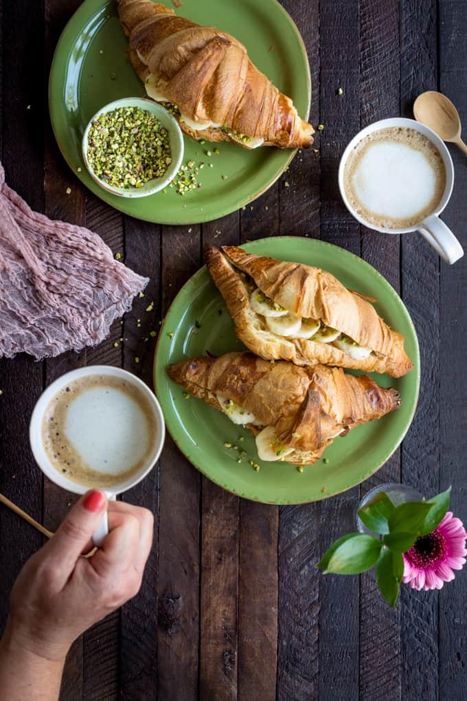 maapähkinä-banaanicroissant, täytetty croissant, nespresso-kahvit, nespresso