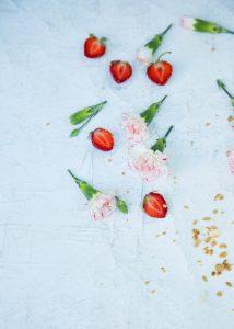ruokakuvauskurssi, ruokakuvia kännykällä, ruokakuvausworkshop, mansikka-kookossmoothie