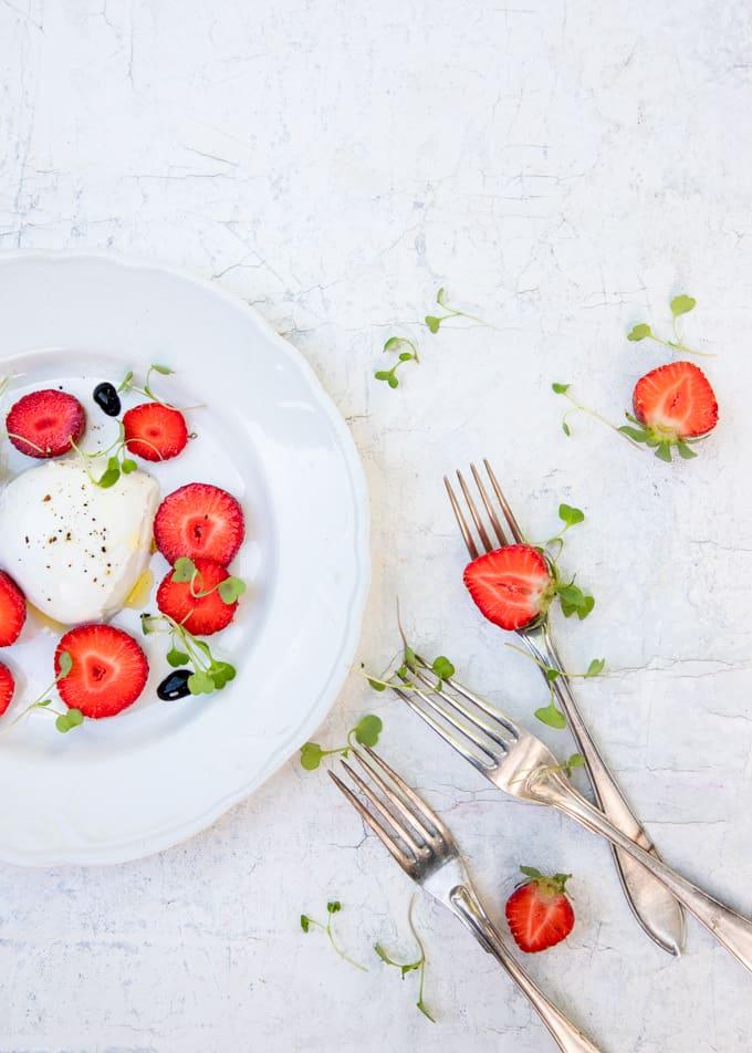 tomaatti-mozzarellasalaatti, split, matka splitiin, splitin ravintolat, mitä tehdä splitissä, ihana kesäsalaatti