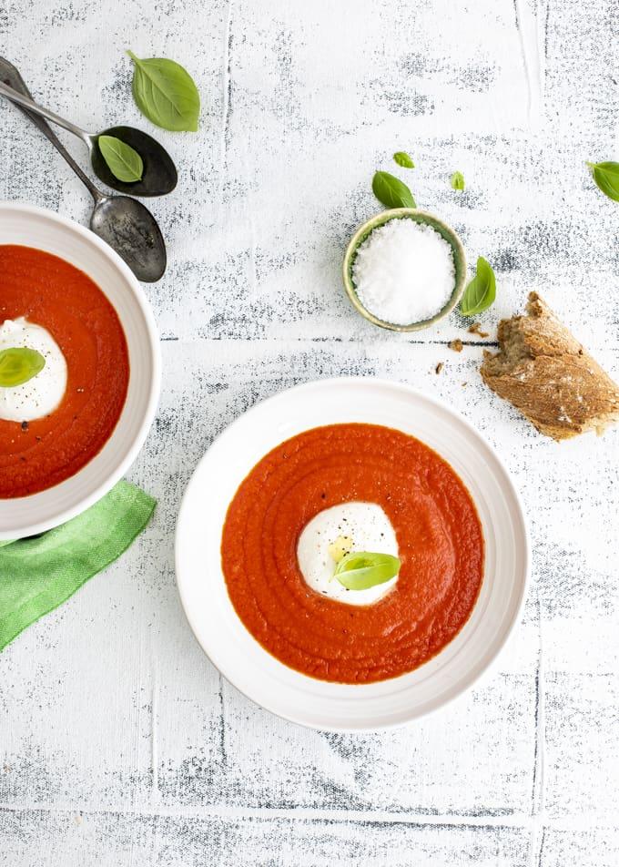 tomaattikeitto mozzarellalla, mutti tomaattikeitto, mutti passata, tomaatti-mozzarellakeitto, alkuruokakeitto, mutti