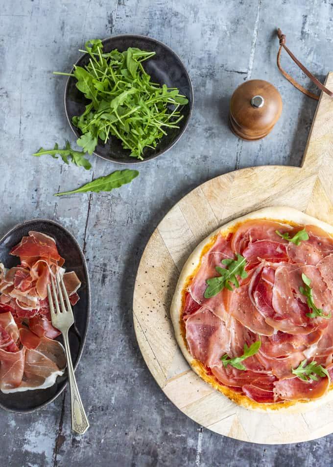 jamonpizza, maailman paras pizzaresepti, miten tehdään pizzapohja, miten tehdään maailman parasta pizza, italialainen pizzapohjaresepti