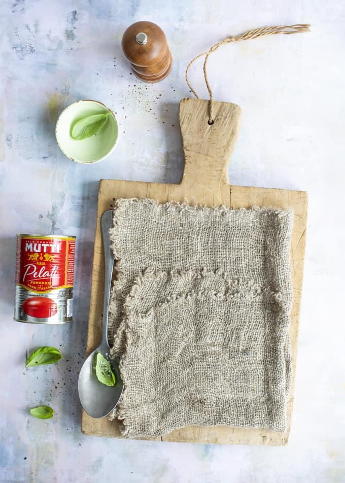 melazane parmigiana, italialainen munakoisovuoka, munakoisovuoka chorizolla, melazane parmigiana chorizolla, munakoisoreseptejä, mutti, mitä tehdä kokonaisista säilötyistä tomaateista