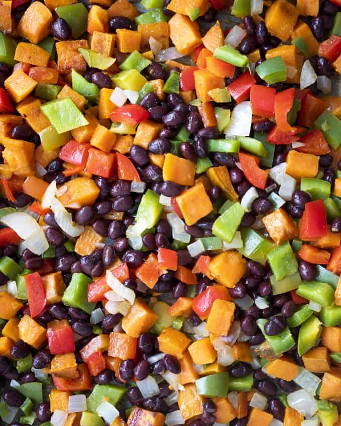 kasvisenchilladas, kotitekoinen enchilladaskastike, texmex, meksikolainen illallinen, meksikolainen kasvisruoka