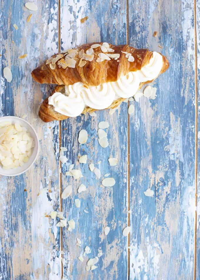 laskiaispullacroissant, mantelimassatäyte laskiaispullaan, laskiaispullacroissantista, laskiaiscroissant