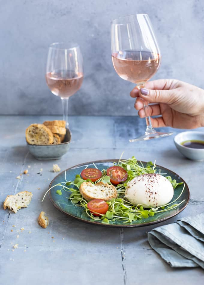 burrataa ja sumakkia, sumakki, ravintola palomar lontoossa, hyvä ravintola lontoossa, kesärosee, roseeviini, viinisuositus