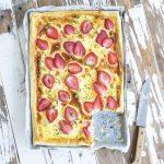 mansikka-vuohenjuustopiirakka, kevätjuhlapiirakka, suolainen mansikkapiirakka, piirakka noutopöytään, piirakka lehtitaikinapohjalla