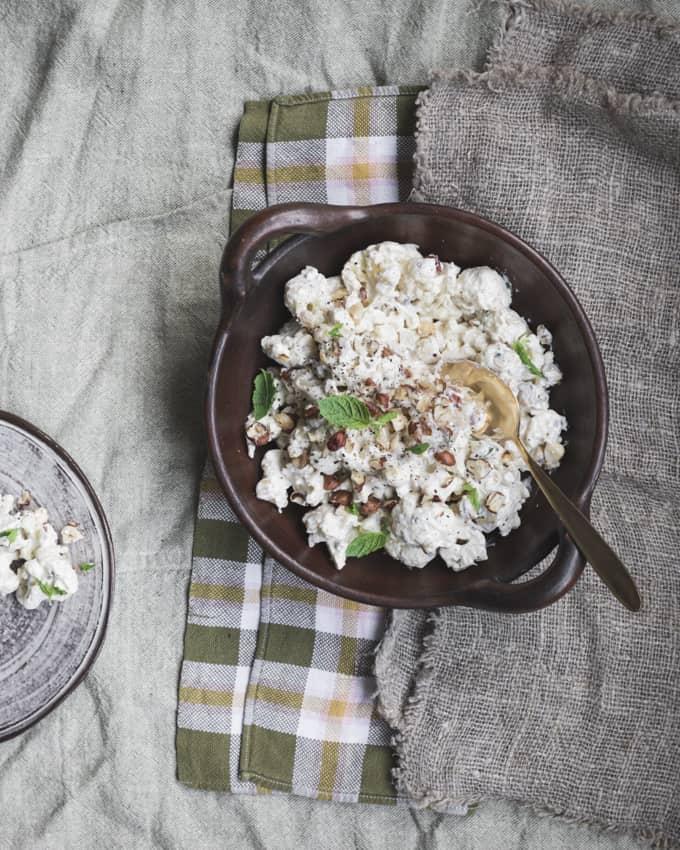 kukkakaali-hasselpähkinäsalaatti