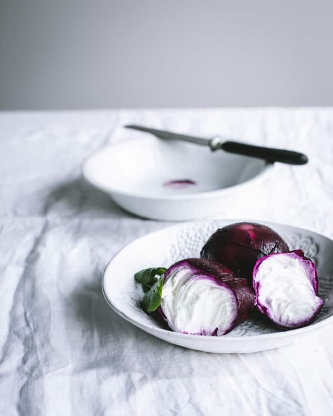 punajuurimozzarellasalaatti, mozzarellan värjäys punajuurella