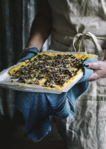 suppilovahveropiirakka, polentapiirakkapohja