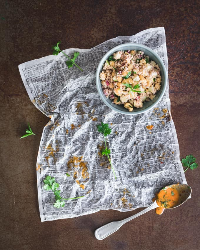 harissakananuijat ja hedelmäinen couscpussalaatti