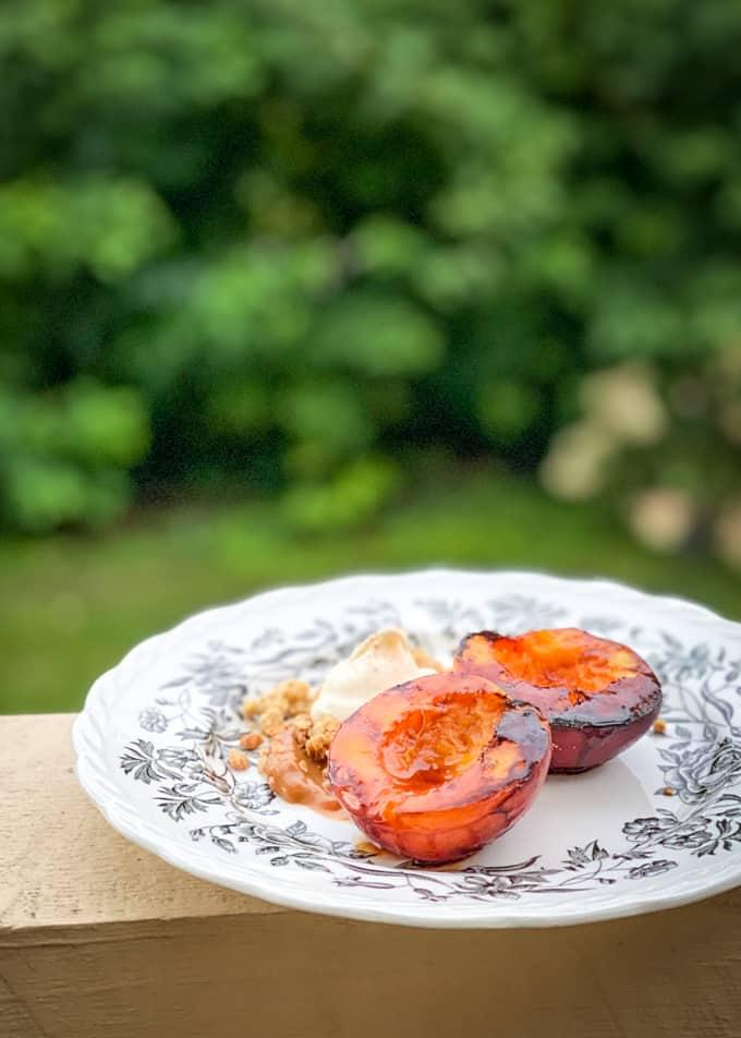 grillatut nektariinit, grillatut hedelmät, grillijälkiruoka