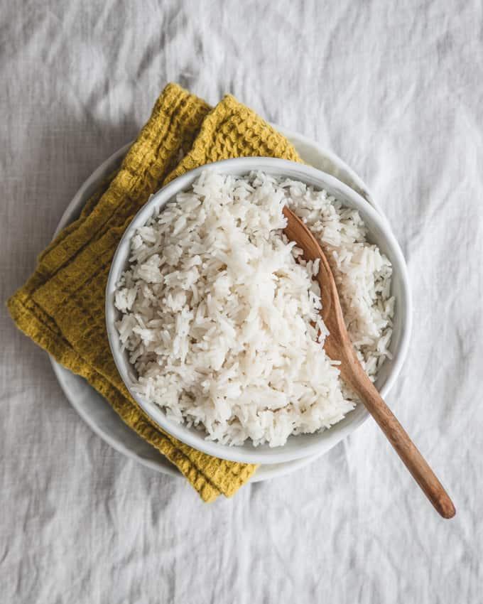 kookosriisi, riisin keitto kookosmaidossa, aasialainen lisuke, riisiruoka