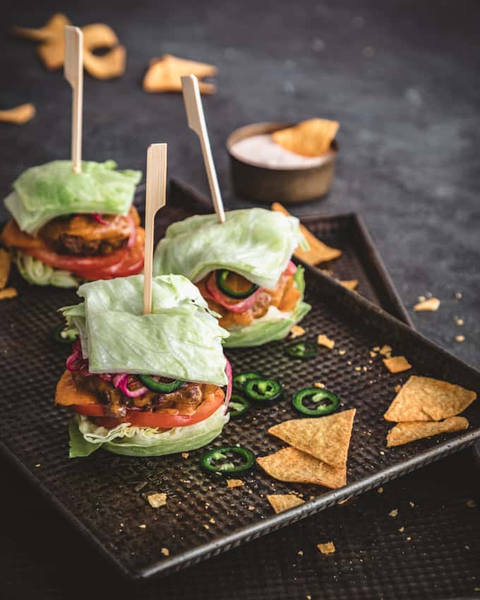 iceberg burger, iceberg-hampurilainen, tex mec iceberg-hampurilainen, ketohampurilainen, vähähiilihydraatiton hampurilainen, sämpylätön hampurilainen, ketoburgeri