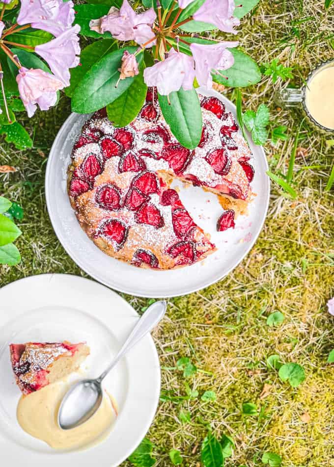 mansikka-ricottakakku, mansikkakakku, juhannuskakku, kypsennetty mansikkakakku, mansikkajälkiruoka, mitä tehdä mansikoista, juhannuksen jälkiruoka
