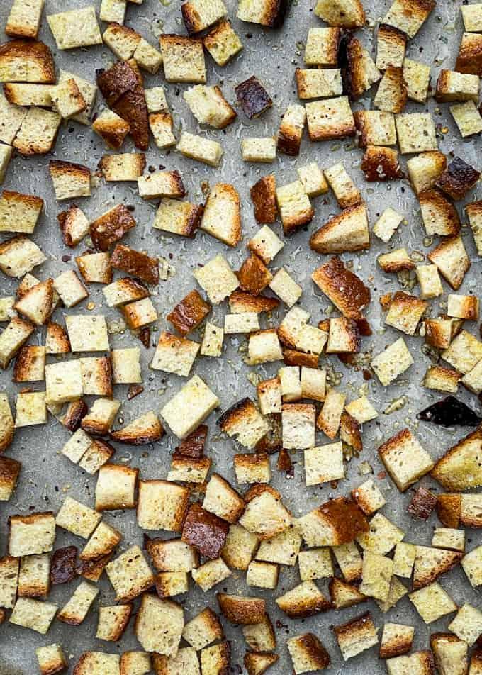 kotitekoiset krutongit, itse tehdyt krutongit, leipäkrutongit, mihin käyttää vanhaa leipää, mitä tehdä vanhasta leivästä, leipähävikin välttäminen